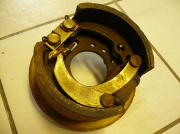 Bremsbacken + Bremszylinder + Anschluss-Bremsleitung für VEB Takraf VTA DFG 1002 N Gabelstapler