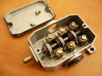 Bernstein Endschalter Schaltkontakt Positionsschalter Grenztaster Robotron Typ GWE 3 St VEB DDR Hebebühne
