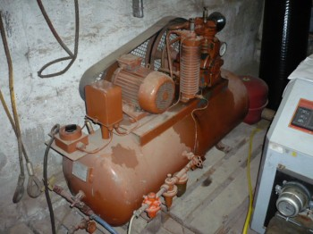VEB DDR GDR Kompressor Verdichter Kolbenkompressor Druckluft 250 Liter