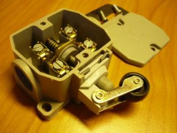 Endschalter Taster Schaltkontakt Robotron Kontaktsystem Typ PWU 1 H VEB DDR